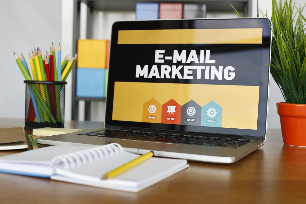 Using a Laptop for Real Estate E-Mail Marketing